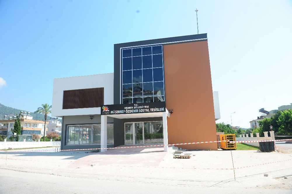 Dünya şampiyonunun Müşerref Özdemir'in adı spor tesislerine verildi