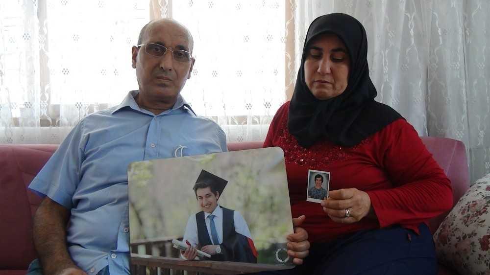 Kaybolan oğullarını gözyaşları içerisinde bekliyorlar