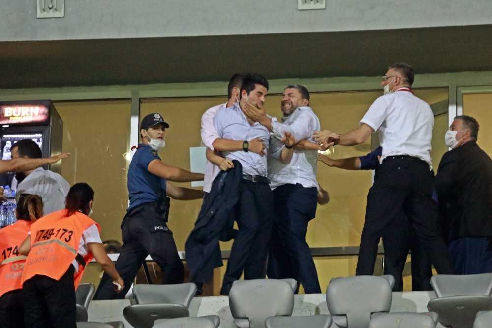 Play-Off maçının ardından ortalık karıştı, yumruklar hava uçuştu