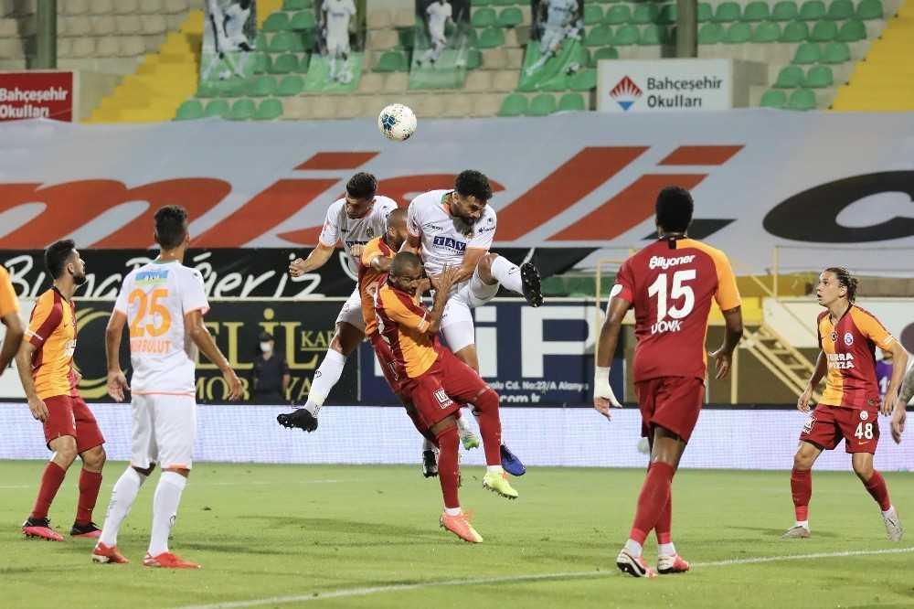 Süper Lig: Aytemiz Alanyaspor: 2 – Galatasaray: 1 (İlk yarı)