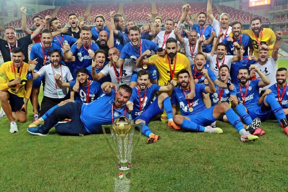 TFF 1 Lig'e yükselen Tuzlaspor, kupasını aldı