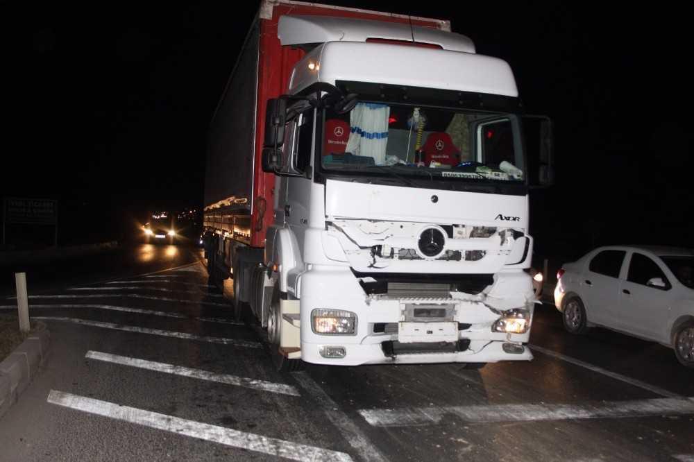 Trafik lambalarında zincirleme kaza: 2 yaralı