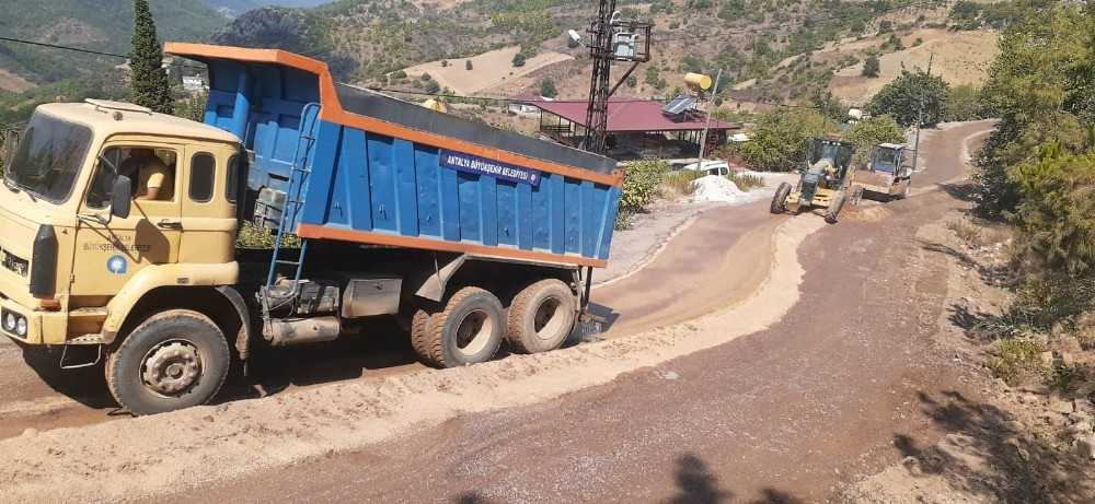 Alanya Çamlıca yolu asfalta hazırlanıyor