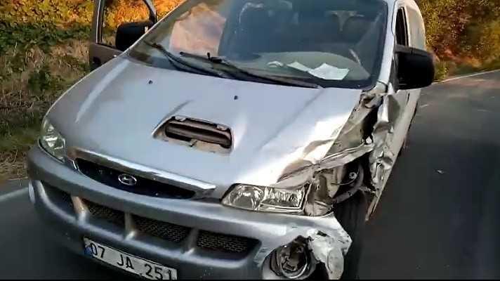 Alanya'da iki otomobil çarpıştı: 3 yaralı