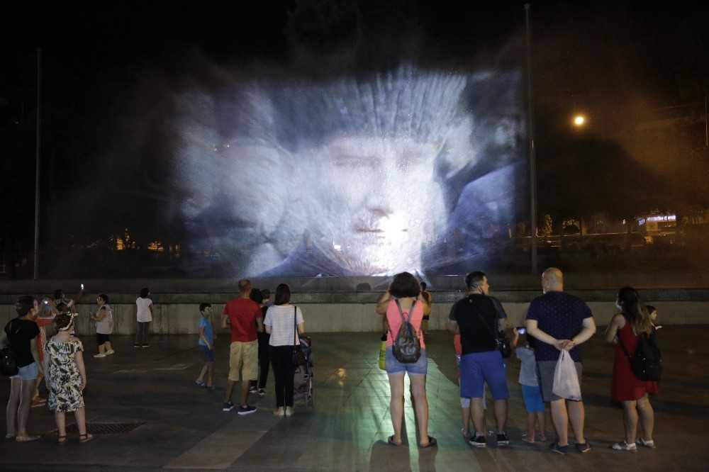 Antalya, 30 Ağustos Zafer Bayramı etkinliklerinde mobil konserlerle coştu