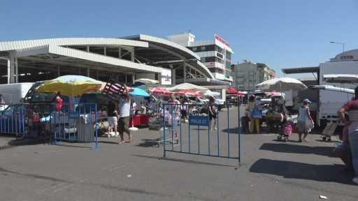 Antalya kapalı semt pazarında 'içeriye girmeye korktum' dedirten görüntüler
