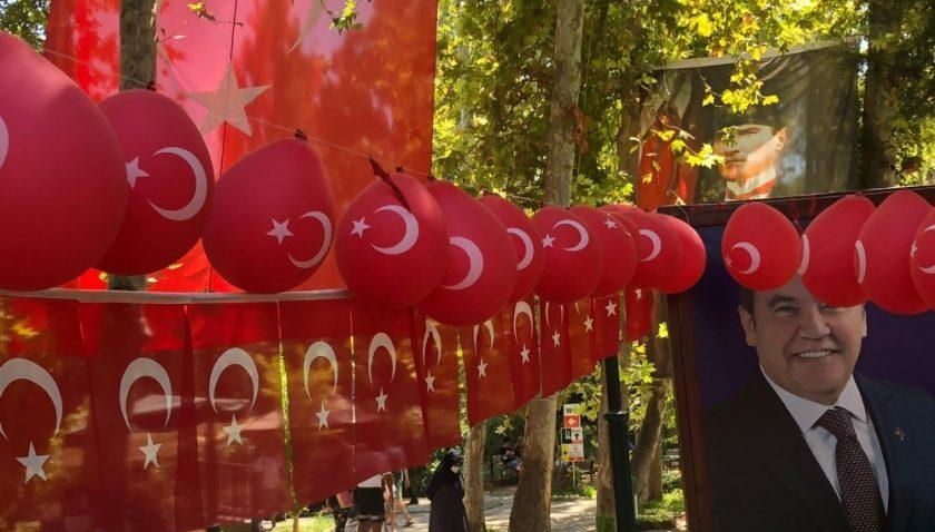 Antalya'da 30 Ağustos coşkusu Düden Şelalesi'ne taşındı