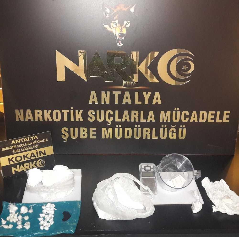 Antalya'da bir evin mutfağında 643 gram uyuşturucu madde ele geçirildi