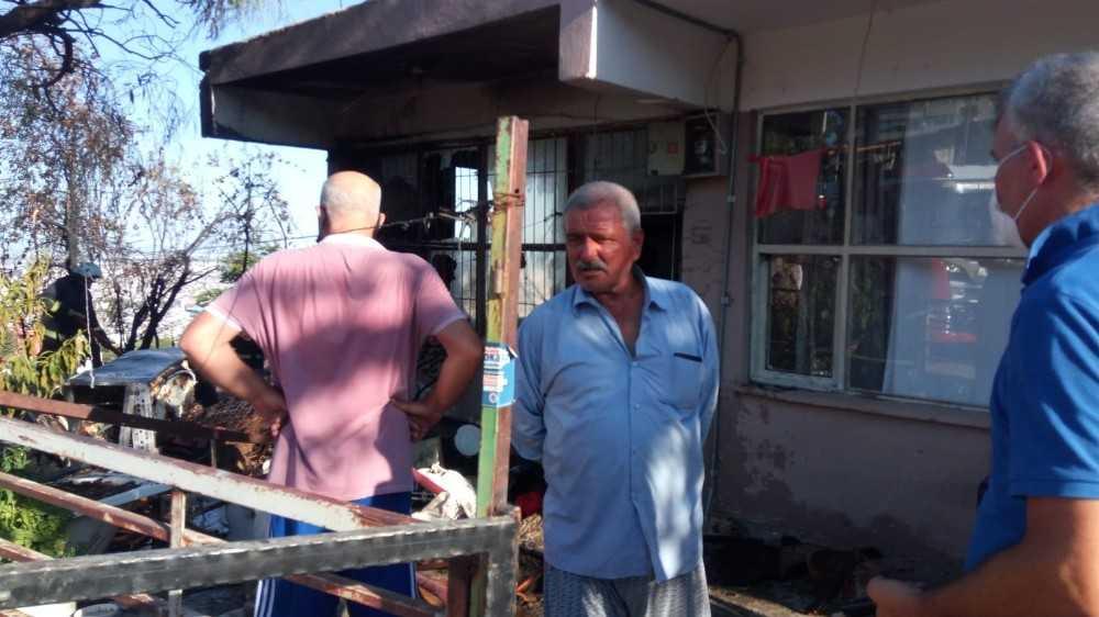 Antalya'da eve sıçrayan otluk alan yangınında korku dolu anlar
