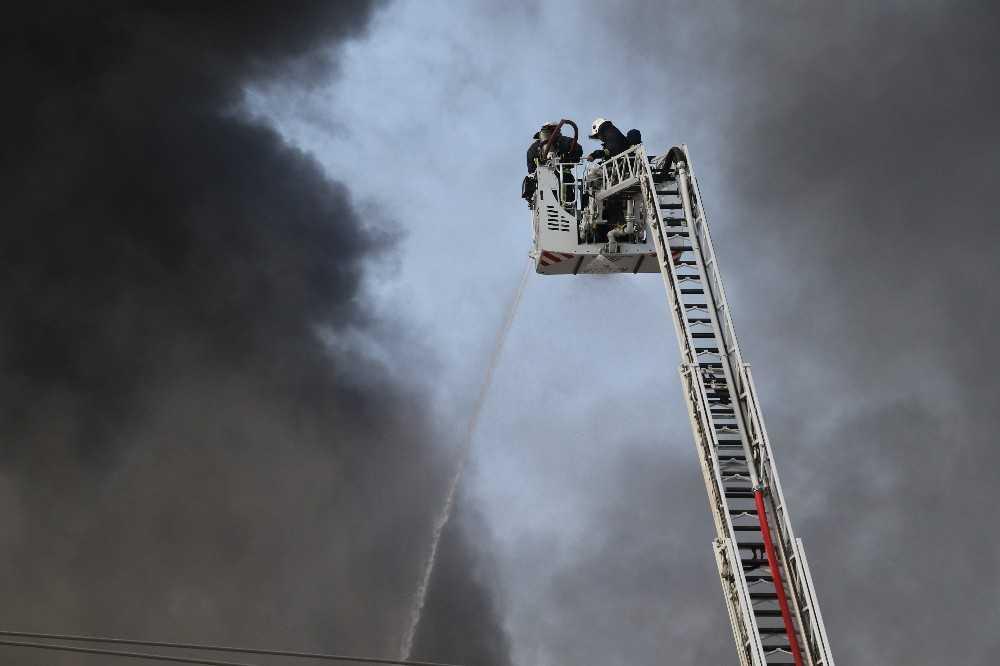Antalya'da fabrika yangını kontrol altına alındı