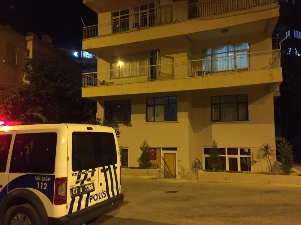 Antalya'da yalnız yaşayan yaşlı kadın evinde ölü bulundu