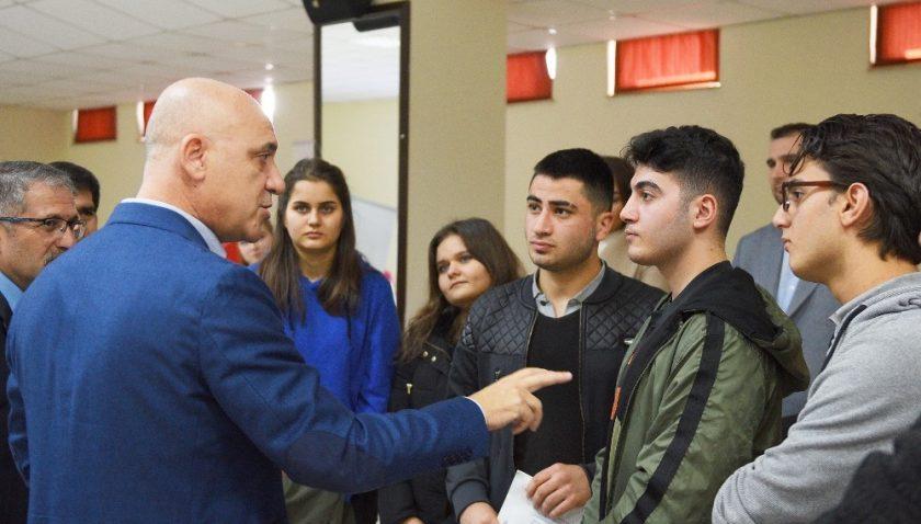 Başkan Bahar'dan gençlere 'Bilime yönelin' çağrısı