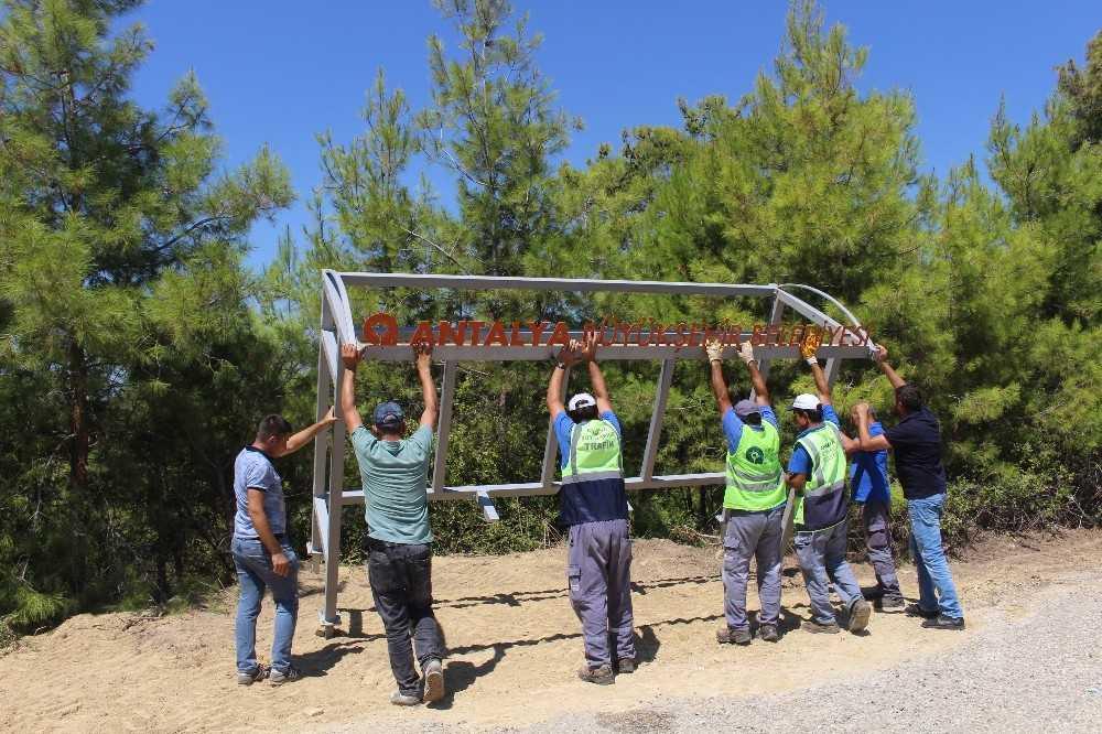 Büyükşehir Belediyesi Manavgat'a durak montajlarını sürdürdü