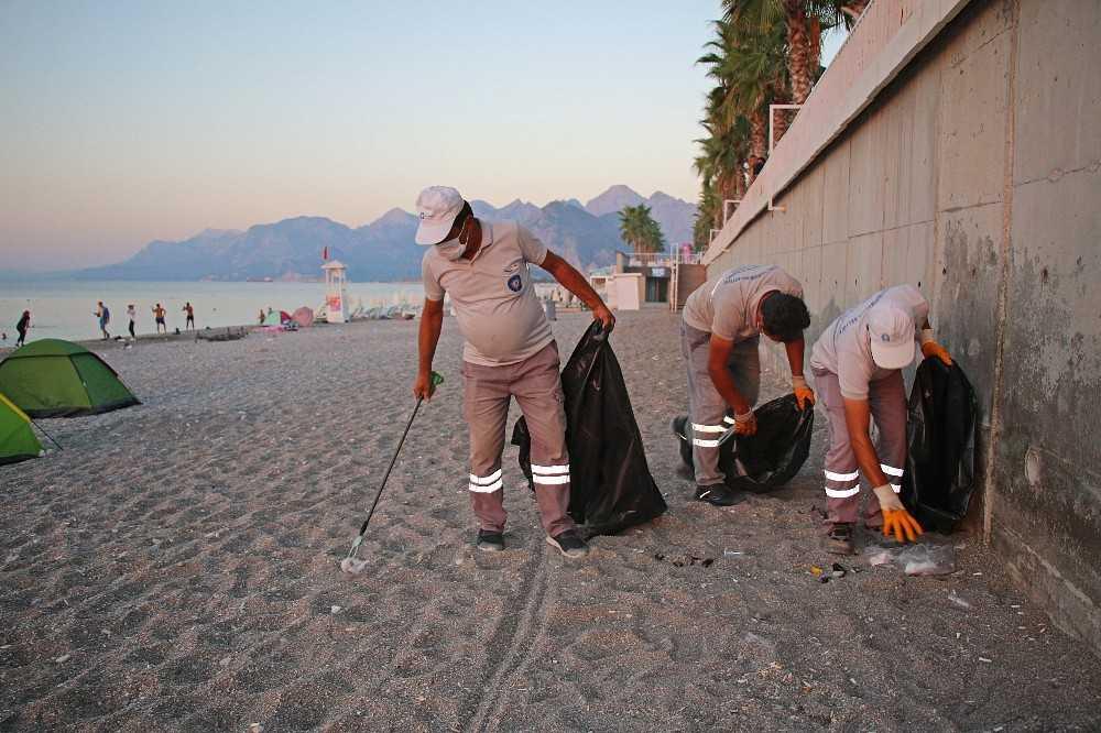 Büyükşehir Belediyesinden sahilde çöp temizliği