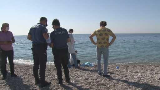 Denizde ölü bulunan yaşlı adamdan geriye bastonu ve kıyafetleri kaldı