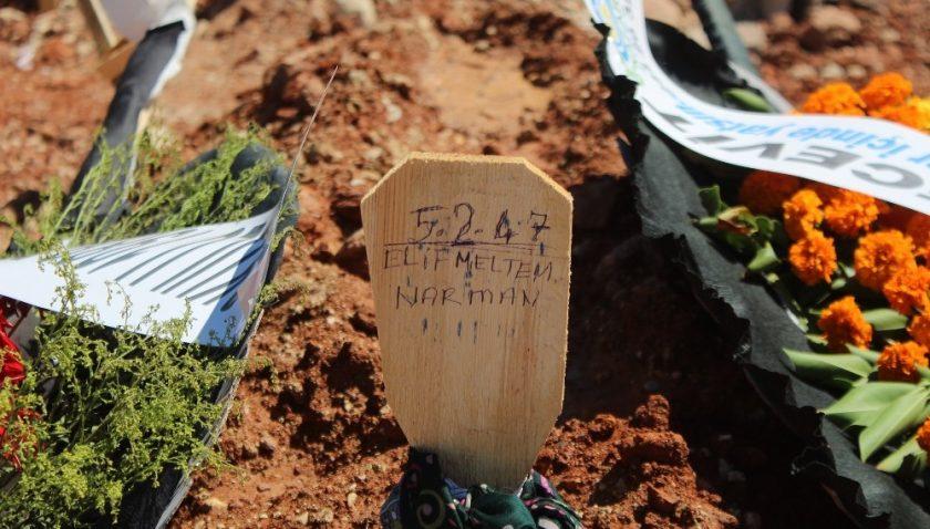 Düğün davetiyesi dağıtırken kazada ölen kadının cenazesi Antalya'da toprağa verildi