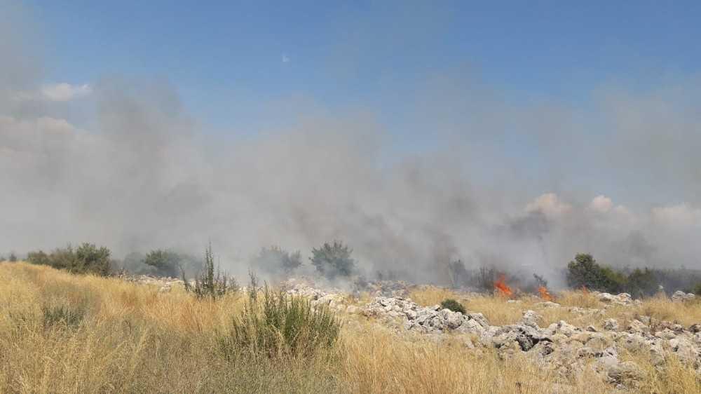 Düşen model uçak yangın çıkarttı
