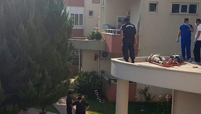 Evlerine balkondan girmek isterken beton zemine düşen 2 kişi yaralandı