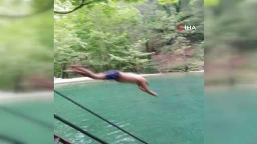 Havuza atlayarak kafasını taşa vuran genç, felç geçirdi