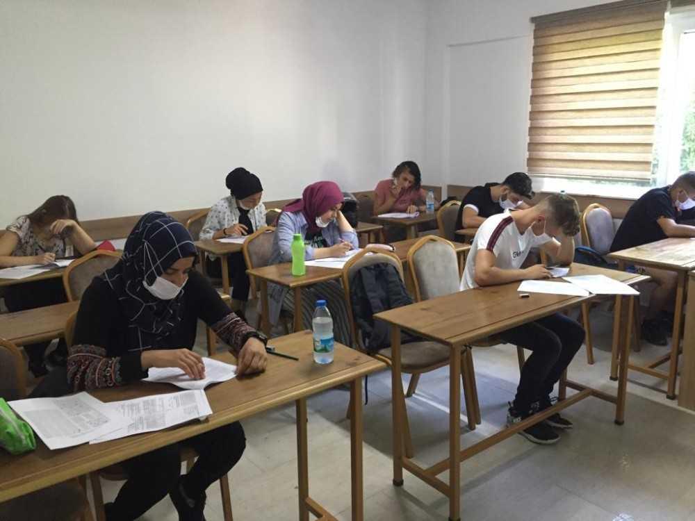 Kemer'de üniversite hazırlık kurs kayıtları devam ediyor