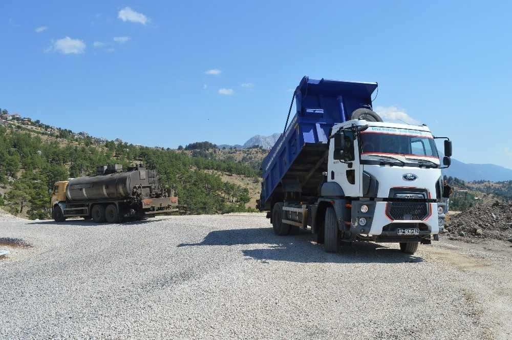 Kumluca'da Kuzca-Büyükalan-Dereköy grup yolu asfaltlandı