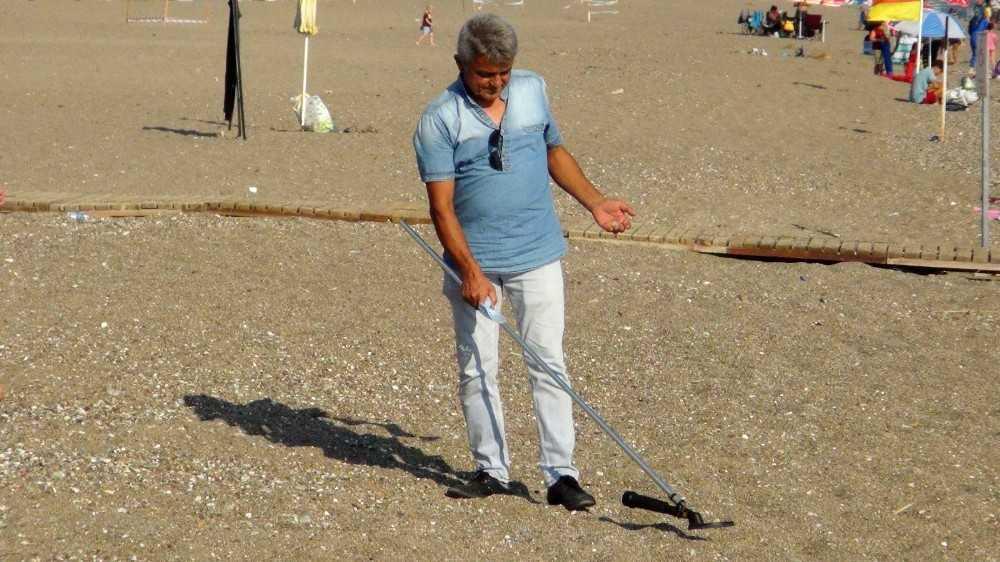 Mesaisi bitince ceza için değil, ödül için sahile koşuyor