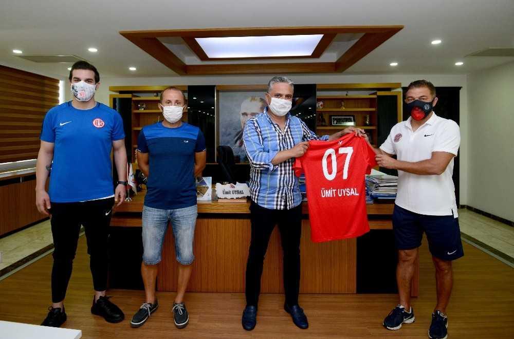 Muratpaşa'dan Antalyaspor'a destek sürüyor