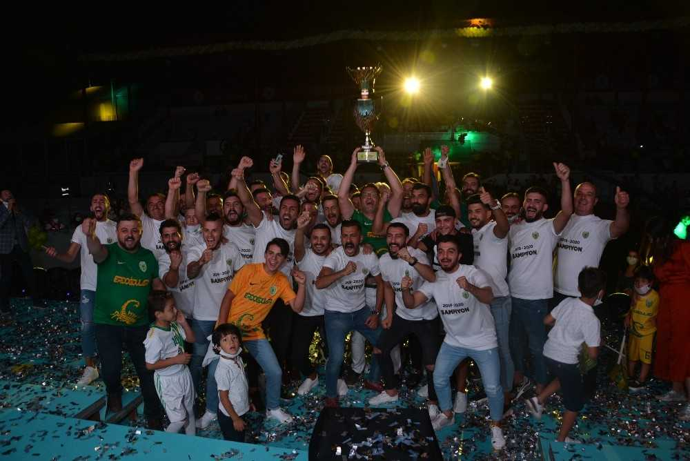Şampiyon Korkutelispor, kupasını törenle aldı