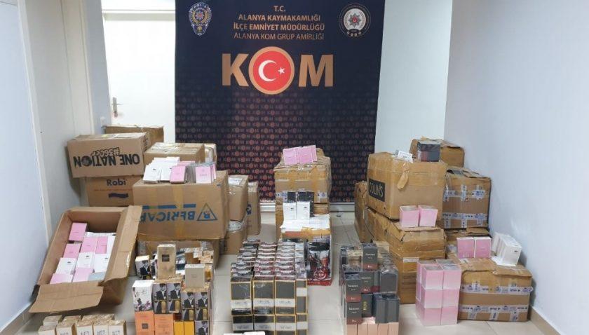 Şüpheli kamyonette 2 bin 437 adet kaçak parfüm ele geçirildi