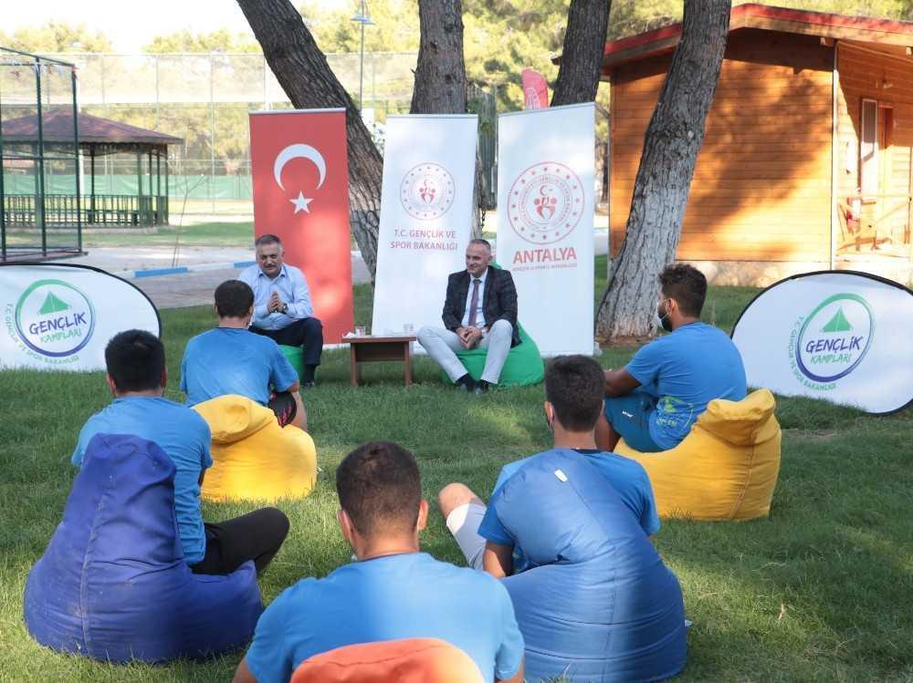 Vali Yazıcı,  Alaaddin Keykubat Kampında gençlerle buluştu