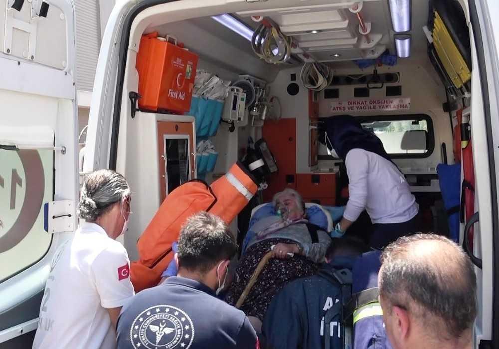 Yangın sırasında balkonda mahsur kalan yaşlı kadını itfaiye kurtardı