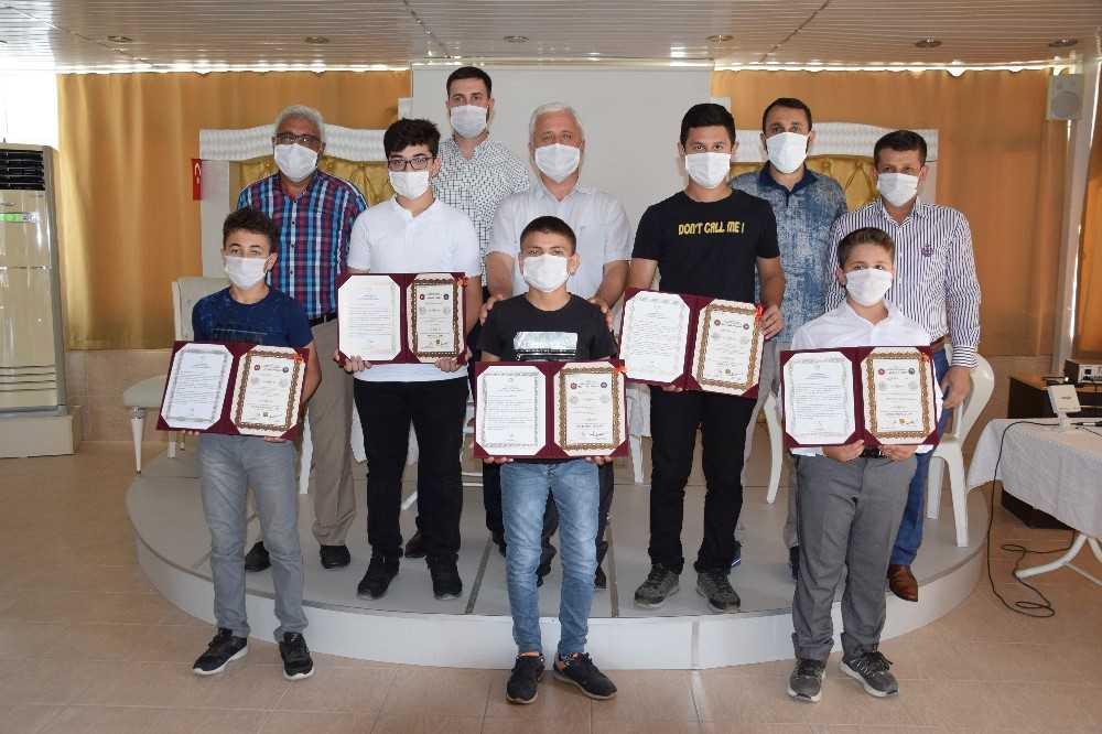 15 aylık eğitilerini tamamlayan 7 öğrenciye hafızlık belgeleri verildi