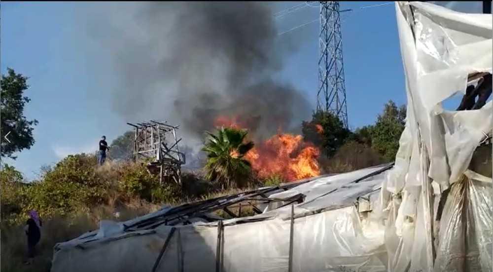 Alanya'da çalılık alanda yangın