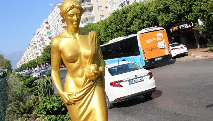 Altın Portakal'ın, 'Venüs' heykelleri ilgi çekiyor