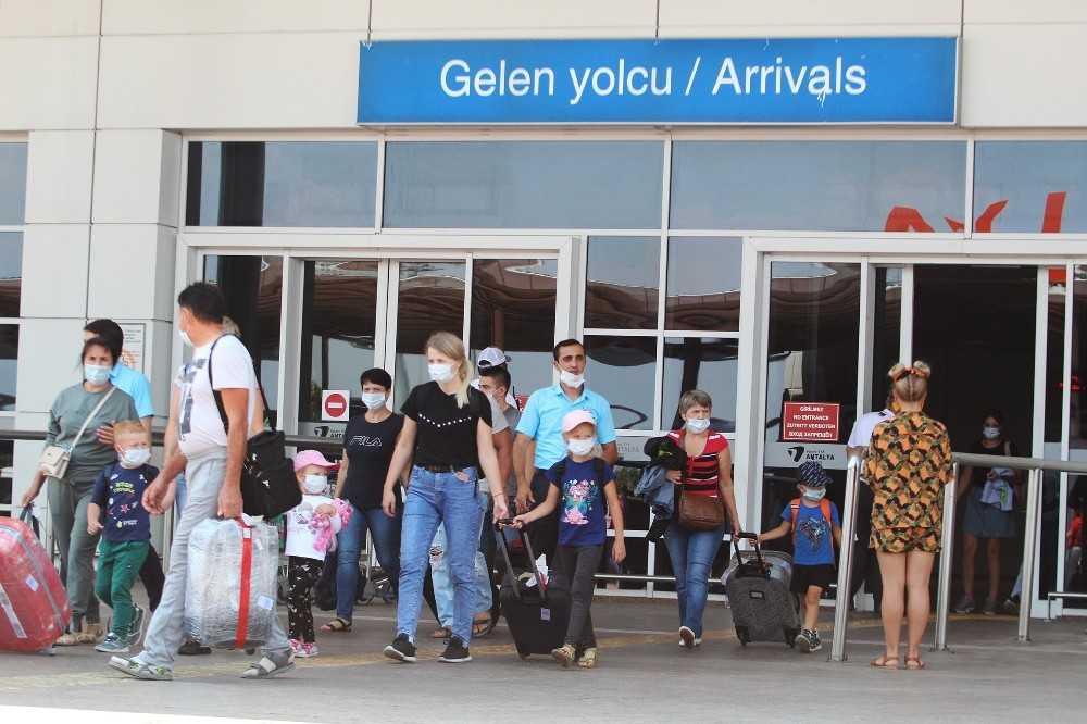 Antalya Eylül ayında da hız kesmedi, Ağustos'u aratmadı