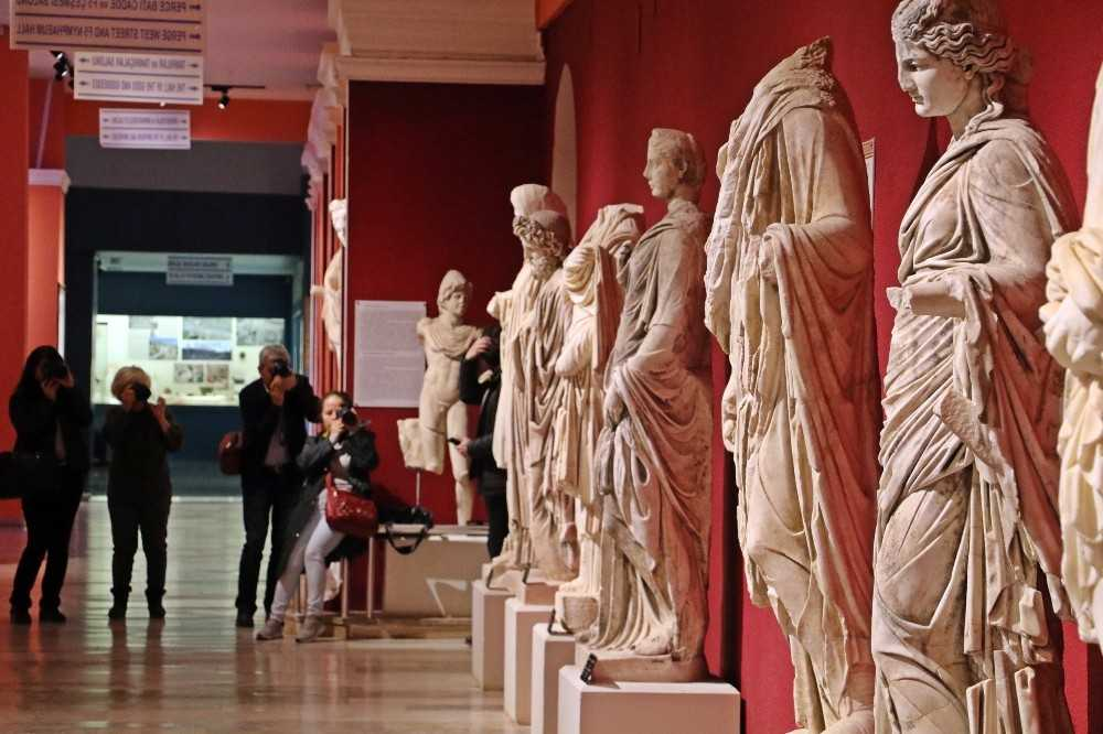 Antalya Müzesi'nde 'kayıp eser' iddiası