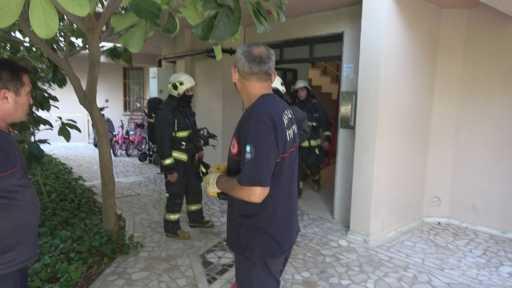 Antalya'da 3. kat balkon demirlerinde hareketli dakikalar… Bunalıma giren genç intihara kalkıştı