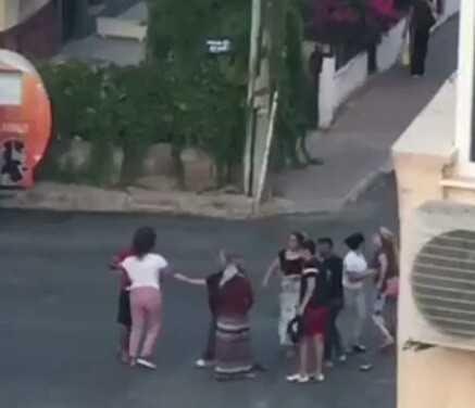 Antalya'da 5 kadının sokak kavgası kamerada