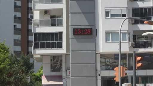 Antalya'da termometreler yükselişe geçti, esnaf 'karpuz gibi çatlayacağız' dedi