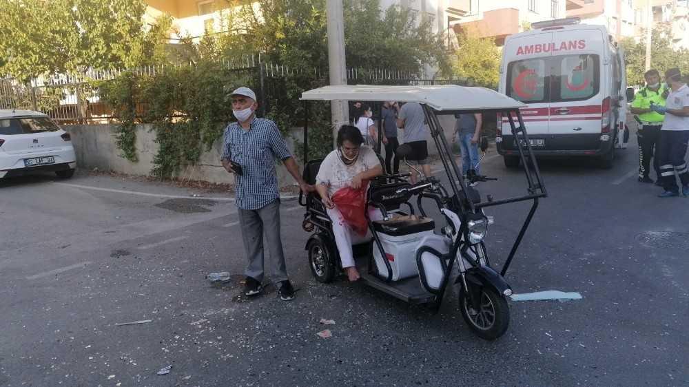 Bisiklet, engelli bireyin kullandığı elektrikli bisikletle çarpıştı: 3 yaralı