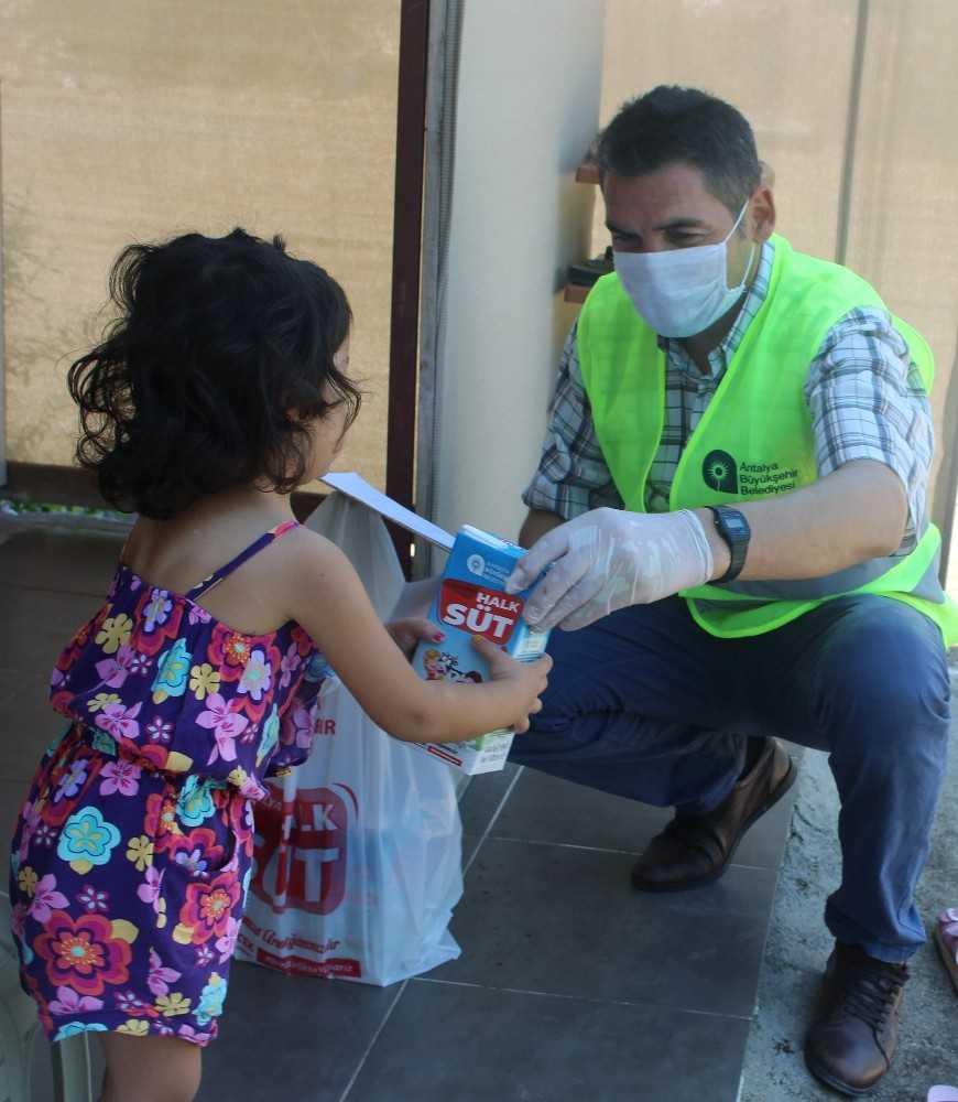 Çocuklara iki ayda 64 bin litre ücretsiz Halk Süt dağıtıldı.