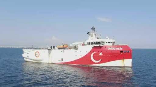 Doğu Akdeniz'de sismik araştırmalar yapan 'Oruç reis' ikmal ve bakım çalışmaları için Antalya limanında