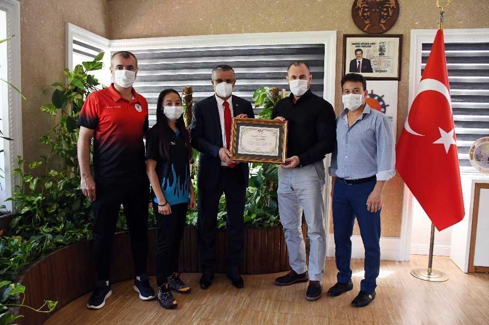 Dünya Şampiyonu  Özdemir'den Başkan Topaloğlu'na destek teşekkürü