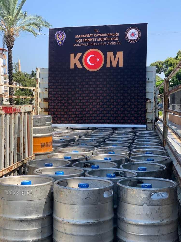 Durdurulan 2 araçta kaçak ürün ve sahte içki ele geçirildi