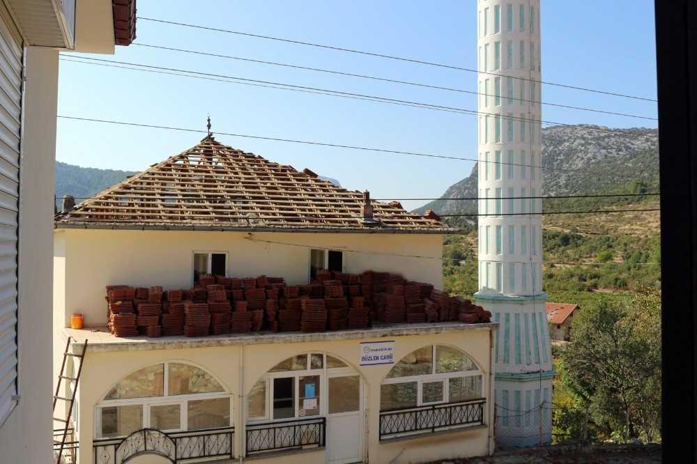 İbradı'da cami çatısı onarıldı