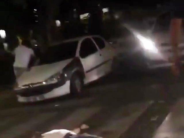Kavga anında otomobil çarpan arkadaşlarına bile aldırış etmediler