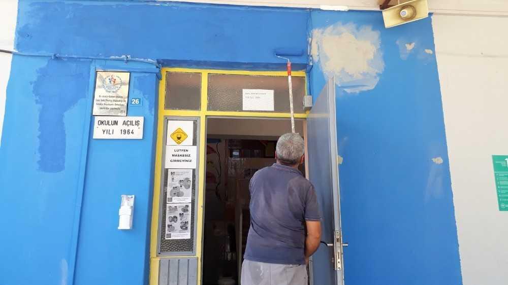 Kemer Belediyesi'nden okulları yenileme çalışması