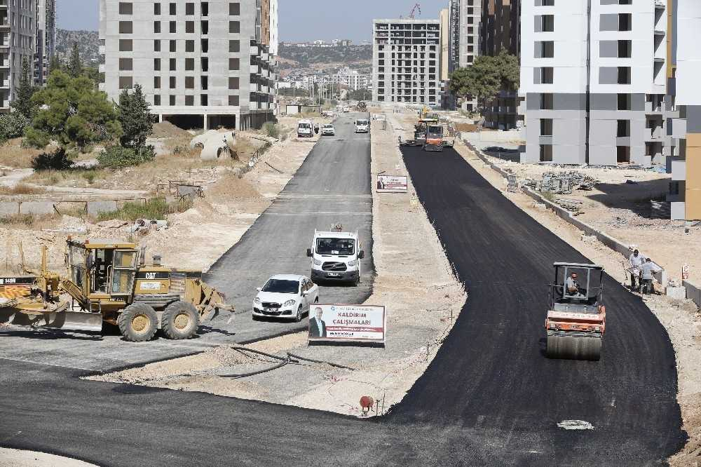 Kepez Sanral'de E Parsel yolları asfaltlanıyor