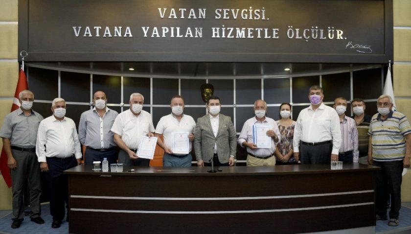 Kepez'den inşaat malzemecileri esnafına tapu