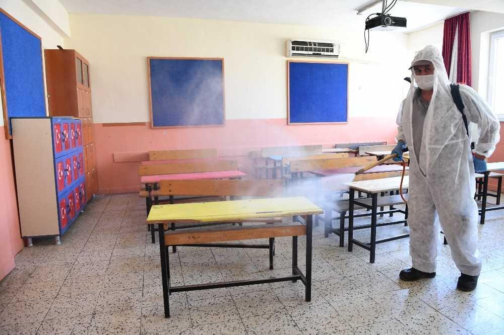Konyaaltı Belediyesi'nden okullara dezenfekte seferberliği